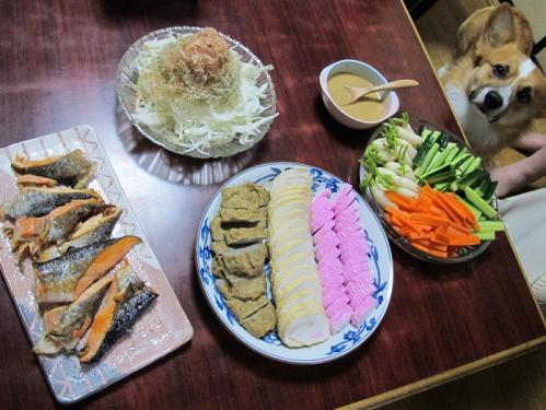 天ぷらとカマボコのある食卓