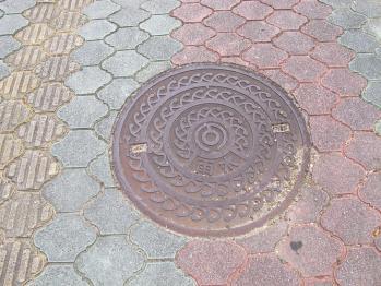 石垣島 雨水マンホール