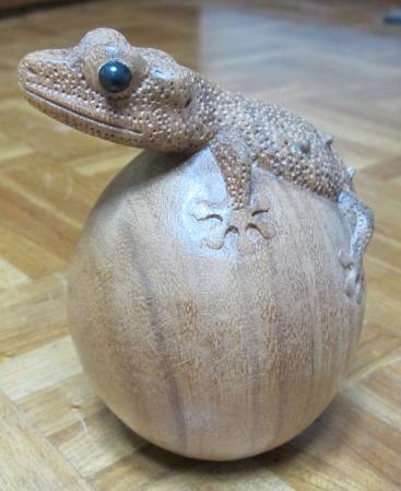 木彫りのヤモリたん
