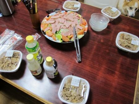 牛丼とスパムサラダ