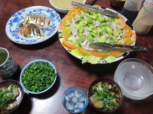 豚肉とアボカドのサラダ、しめさば、ツミレとマイタケ汁
