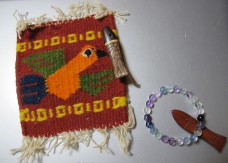 鳥のコースターと魚の箸置きとフローライトのブレスレット