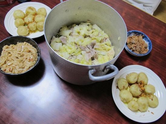 豚ばら肉とキャベツの蒸し鍋とジャガバタ