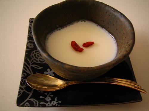 枇杷の種から杏仁豆腐