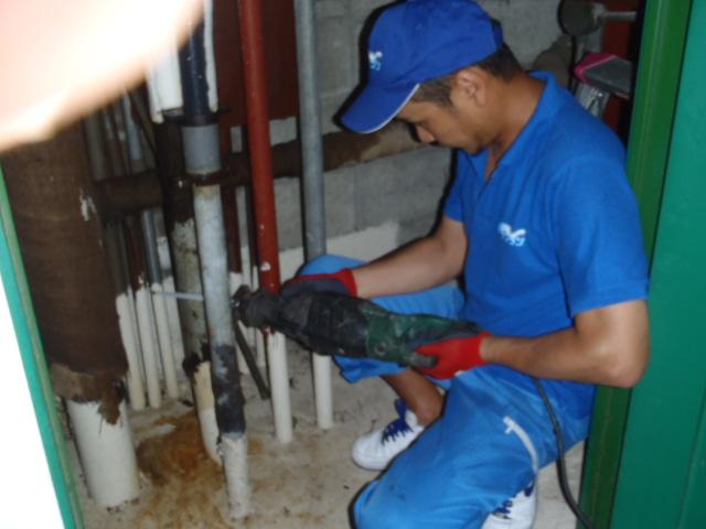 給水管作業中1