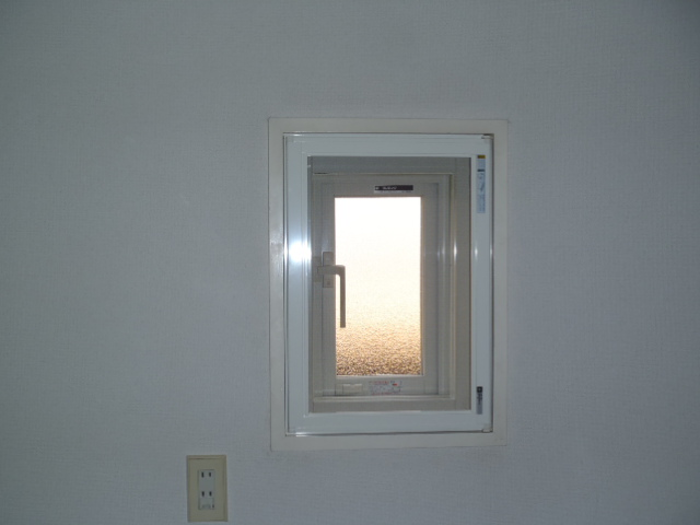 脱衣所の小窓取替え 神戸市兵庫区
