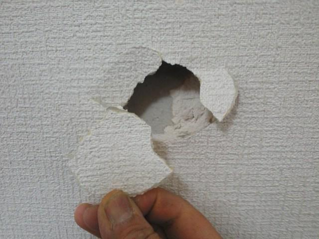 クロスの壁の穴補修2