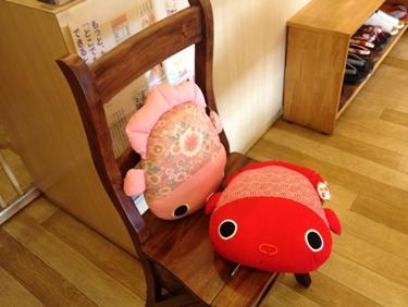椅子にぴったり。各840円。