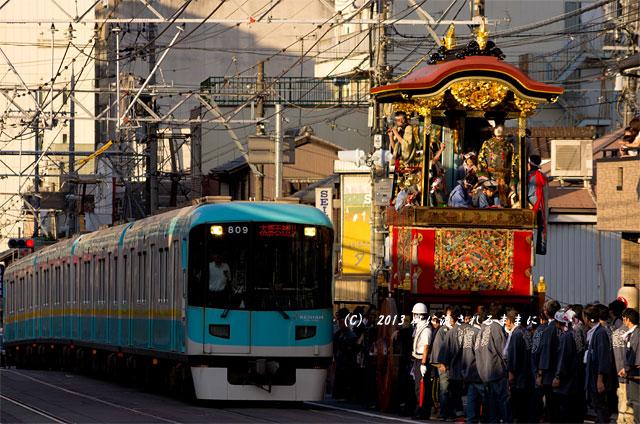 2013年 大津祭 曳山と京阪電車2