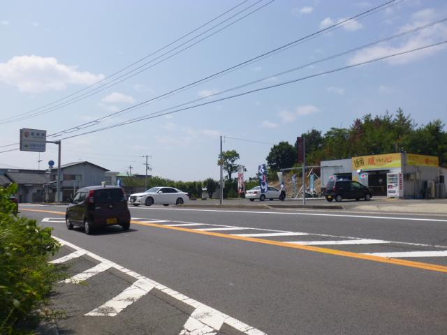 店の向こうは愛媛県です