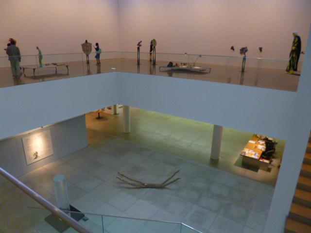 展示会場のようす 2階から1階を見下ろしたところ