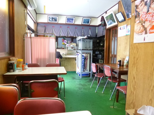 これがお店の全貌 いかにもうどん食堂です