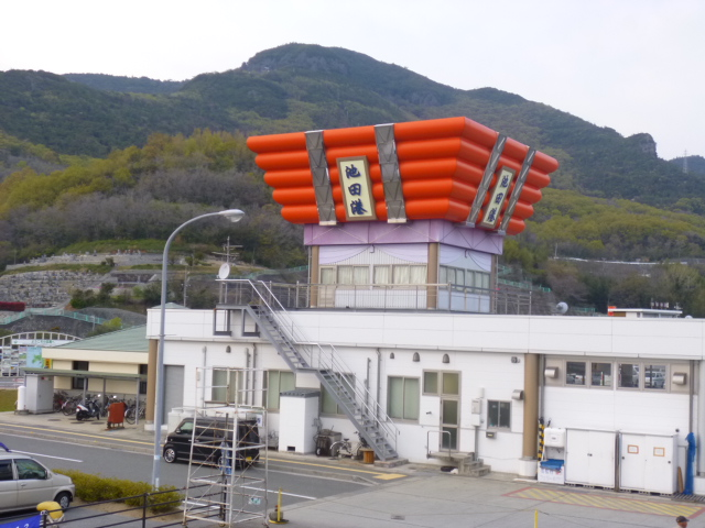 池田港の建物は太鼓台(ちょうさ)の形をしてるんです