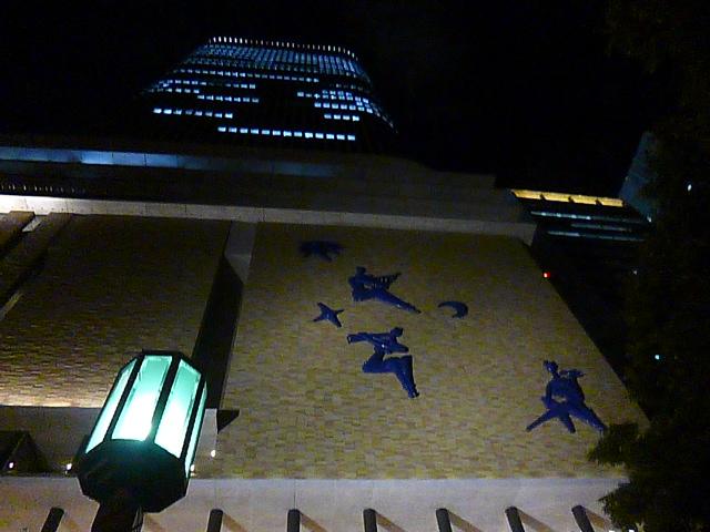 これがフェスティバルホールの外壁 レリーフは昔のままです