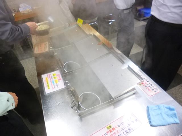 麺は自分で温める式です