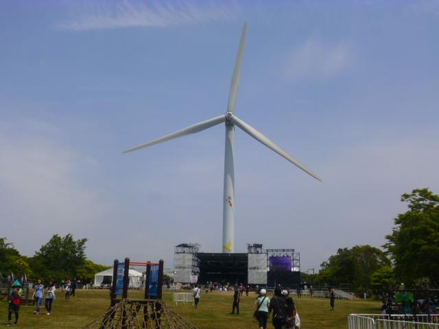 ステージと比べて,この風車の大きさがわかりますか?