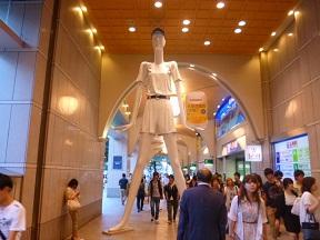 そして名古屋名物巨大マネキンのナナちゃんです