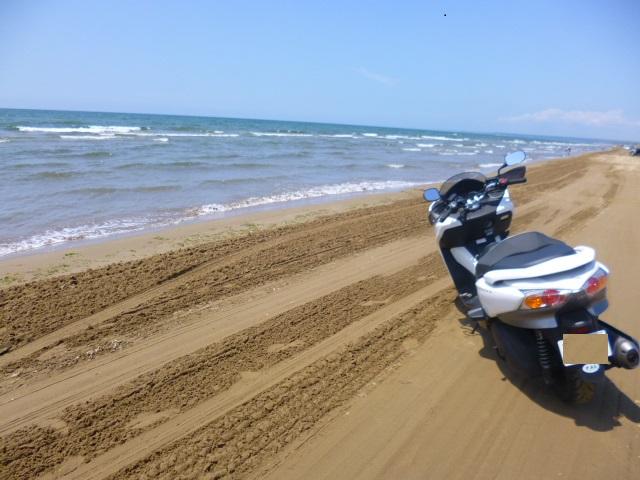 砂がしっかりしているので,バイクでもOKです