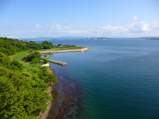 橋から見た能登島の海