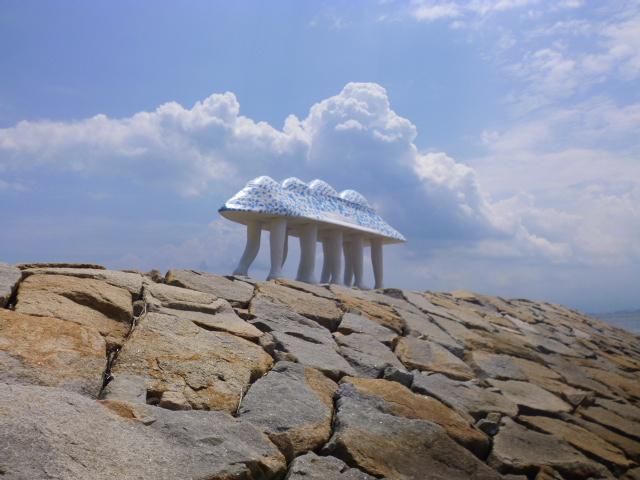 空の青さと雲の白さに溶け込むような保護色の生き物みたいです