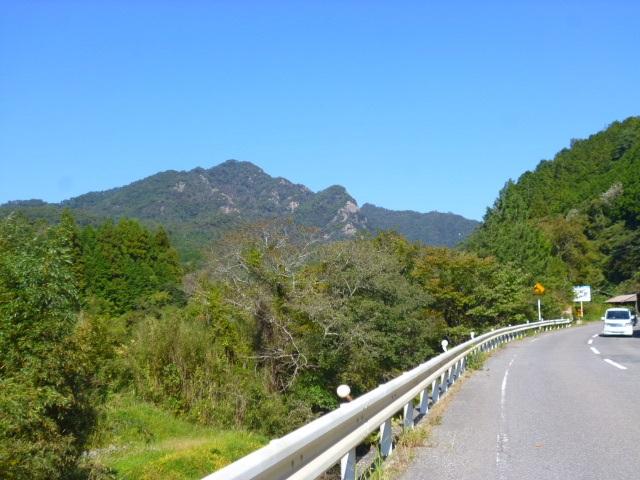 女体山が見えてきました もうすぐ大窪寺です