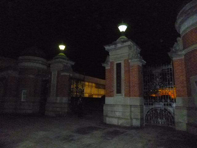 新館完成とともに復活したのがこの正門です