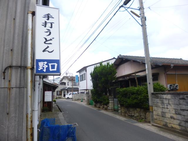 滕神社(ちきりじんじゃ)の突き当りを左,左なんです。
