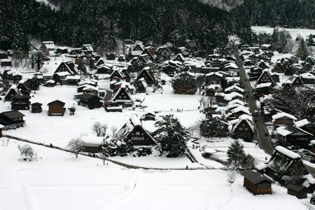 世界文化遺産として多くの観光客が訪れている白川郷・合掌造り集落の冬の風景 ⑤