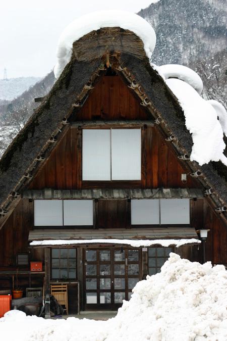 世界文化遺産として多くの観光客が訪れている白川郷・合掌造り集落の冬の風景 ⑦