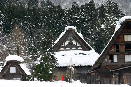 世界文化遺産として多くの観光客が訪れている白川郷・合掌造り集落の冬の風景 ⑧