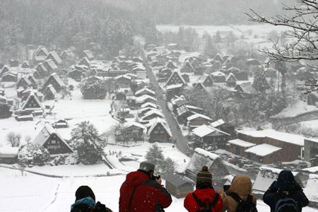 雪をかぶった絶景の冬の白川郷~水墨画のような日本の原風景をのんびり散策 !①