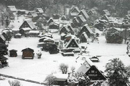 雪をかぶった絶景の冬の白川郷~水墨画のような日本の原風景をのんびり散策 !③