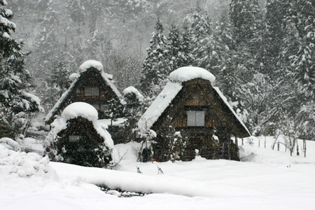 雪をかぶった絶景の冬の白川郷~水墨画のような日本の原風景をのんびり散策 !④