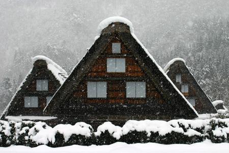 雪をかぶった絶景の冬の白川郷~水墨画のような日本の原風景をのんびり散策 !⑥