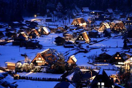 1月・2月の7日間(特定日)だけ期間限定で合掌造り集落の白川郷ライトアップが行われます!!