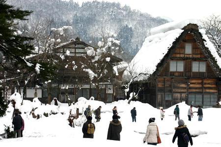 冬のぜいたくはコレ!寒い冬、旅をするならいっそ雪国の世界遺産 白川郷がいい~純白の銀世界&雪見を楽しみながら温かな温泉も堪能 ②