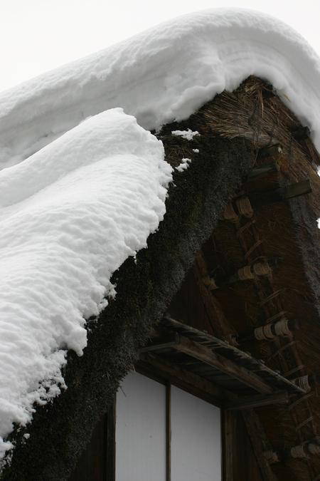 冬のぜいたくはコレ!寒い冬、旅をするならいっそ雪国の世界遺産 白川郷がいい~純白の銀世界&雪見を楽しみながら温かな温泉も堪能 ⑤