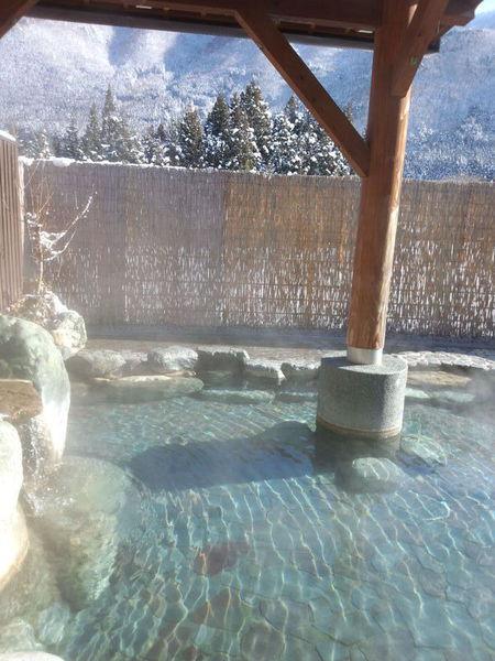 冬のぜいたくはコレ!寒い冬、旅をするならいっそ雪国の世界遺産 白川郷がいい~純白の銀世界&雪見を楽しみながら温かな温泉も堪能 ⑨