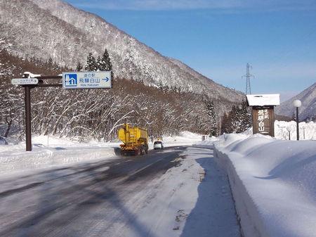 冬のぜいたくはコレ!寒い冬、旅をするならいっそ雪国の世界遺産 白川郷がいい~純白の銀世界&雪見を楽しみながら温かな温泉も堪能 ⑪