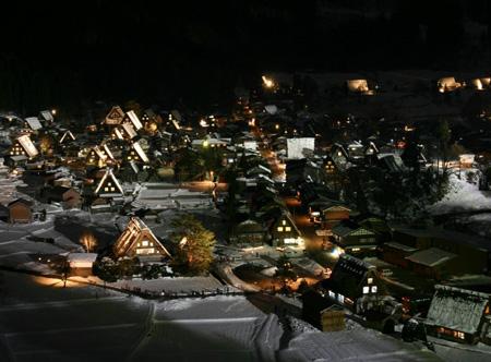 1月18日土曜日に白川郷ライトアップ開催!(白川村ライブカメラが見られない為、茅葺き屋根に雪が積もっている情報が知りたいと思いますので。。)今日の世界遺産白川郷荻町合掌集落の風景です。 ①