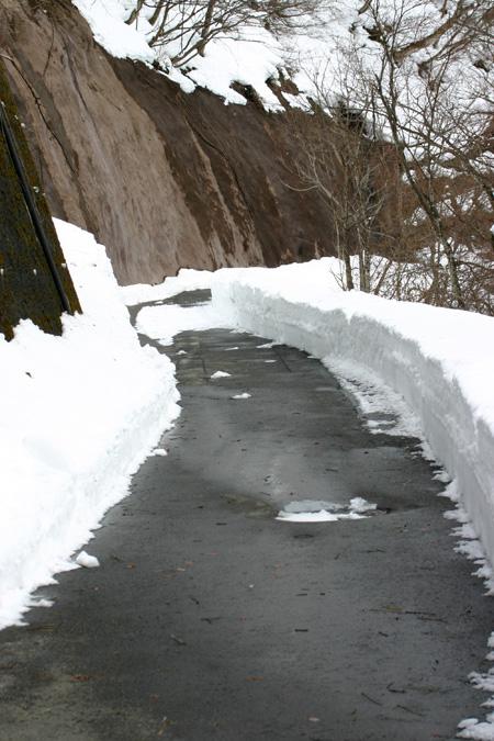 1月18日土曜日に白川郷ライトアップ開催!(白川村ライブカメラが見られない為、茅葺き屋根に雪が積もっている情報が知りたいと思いますので。。)今日の世界遺産白川郷荻町合掌集落の風景です。 ④