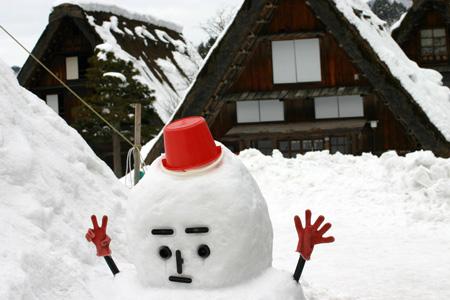 1月18日土曜日に白川郷ライトアップ開催!(白川村ライブカメラが見られない為、茅葺き屋根に雪が積もっている情報が知りたいと思いますので。。)今日の世界遺産白川郷荻町合掌集落の風景です。 ⑦