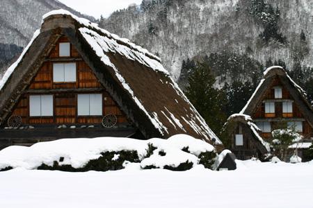 1月18日土曜日に白川郷ライトアップ開催!(白川村ライブカメラが見られない為、茅葺き屋根に雪が積もっている情報が知りたいと思いますので。。)今日の世界遺産白川郷荻町合掌集落の風景です。 ⑩