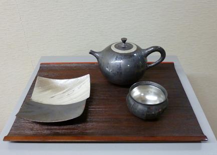 中村譲司「覆黒銀彩急須・鎬茶盃・双方皿」