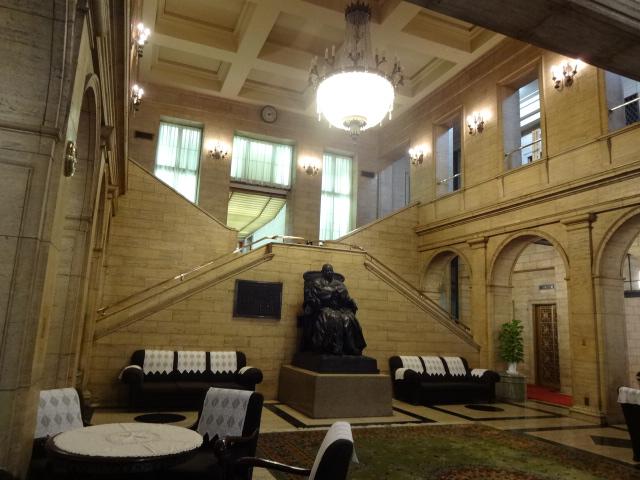 綿業会館 玄関ホール