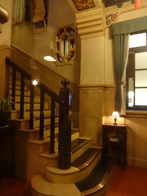 東華菜館 階段