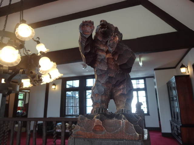 徳川義親邸 クマ階段2