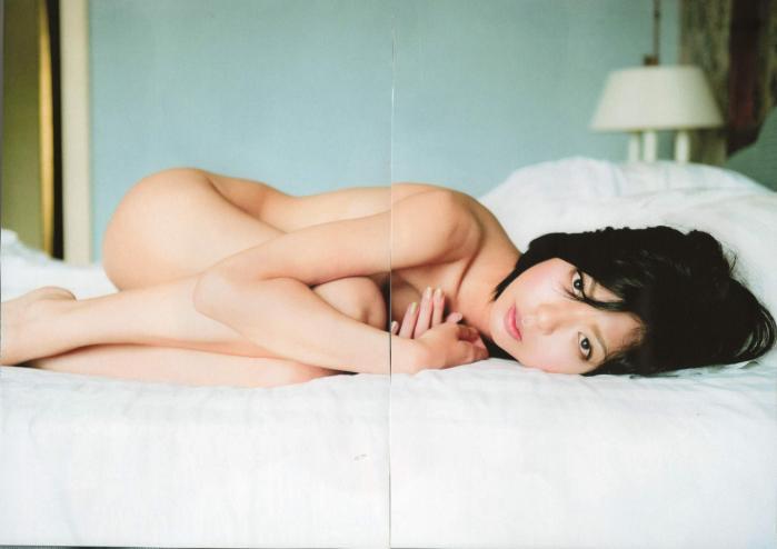 宮地真緒 Decada セミヌード画像集