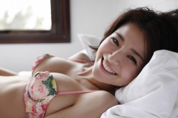 鈴木ちなみ 巨乳を強調したセクシーな画像集
