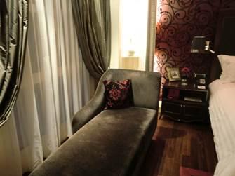 ソフィテルレジェンド 新館 プレミアムルーム 客室 カウチソファ